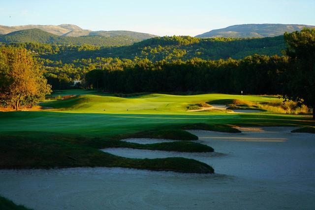 画像: 9日目のゴルフはフランスのテールブランシェに変更になる場合もあります。こちらも南フランスの名コースです