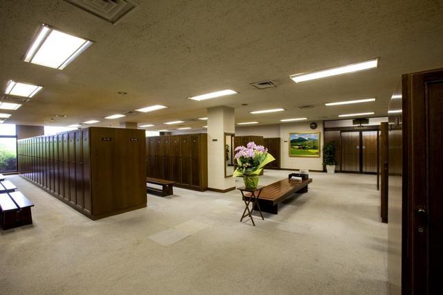 画像: ロッカー室は男女同型。男性270本、女性55本