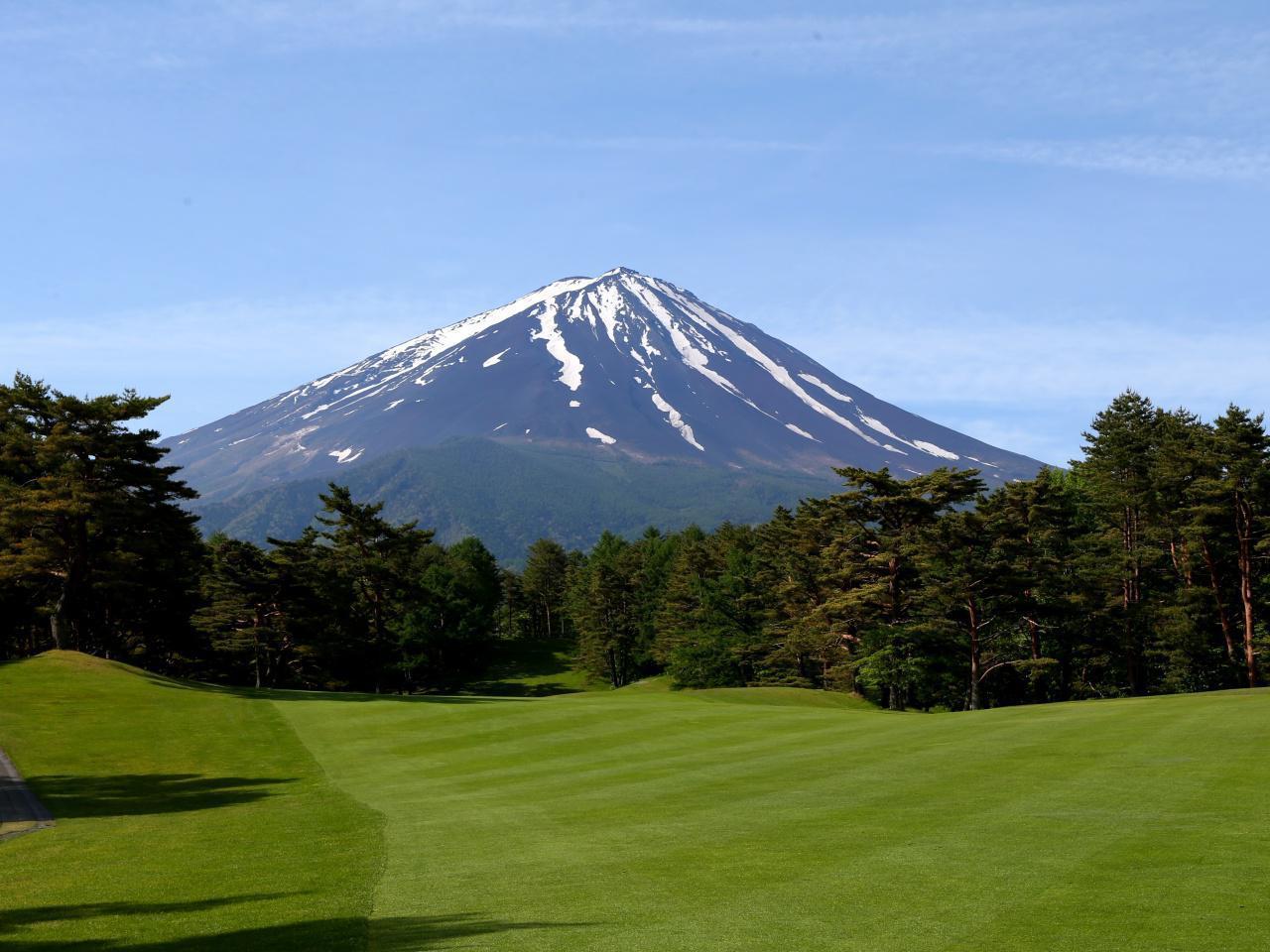 画像1: 【静岡・富士山】富士桜CC、富士レイクサイドCC、温泉宿からも絶景富士の眺め 2日間 2プレー - ゴルフへ行こうWEB by ゴルフダイジェスト