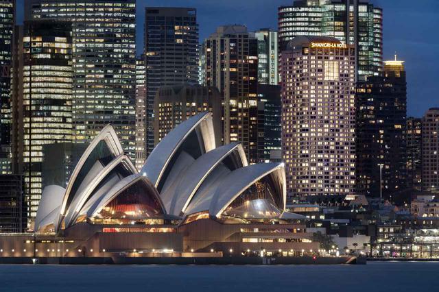 画像: シドニーのオペラハウスとシャングリラホテル