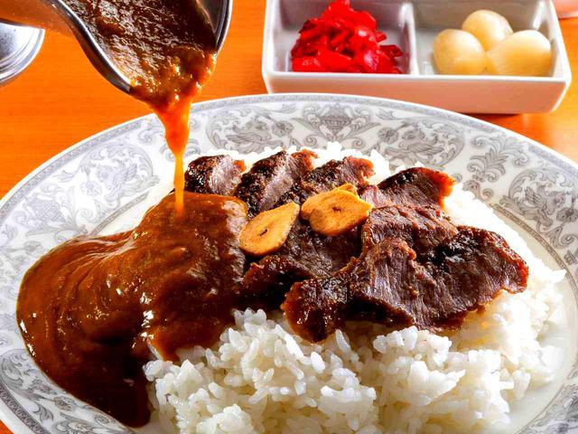 画像: ホテル仕込みの本格カレーと、特製ソースで味付けしたステーキ、ご飯の相性は抜群