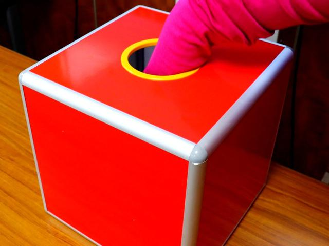 画像1: スコアビンゴ抽選BOX。1~9までスコアが入ったボールが入っている。4、5、6の番号ボールが多く、最少は当然1