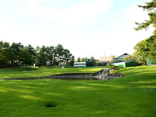 画像: 西18番ホール/470㍎/パー4 トーナメントの最終ホール、真っすぐ長く、右の池がプレッシャーとなる