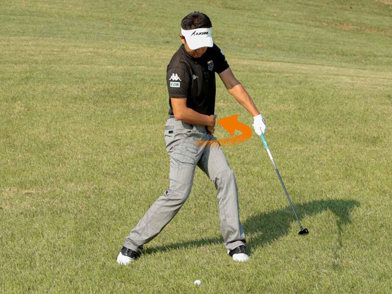 画像: 【スウィングのPOINT①】 右足を蹴りつつ左腰を回す