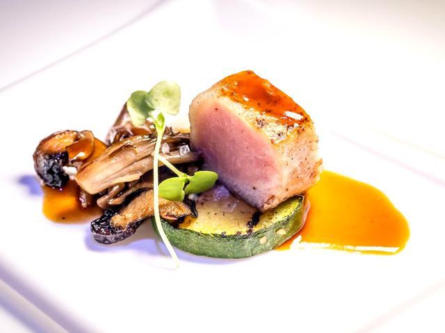 画像: 厳選素材を使い、世界の美食家も唸らせる料理の数々
