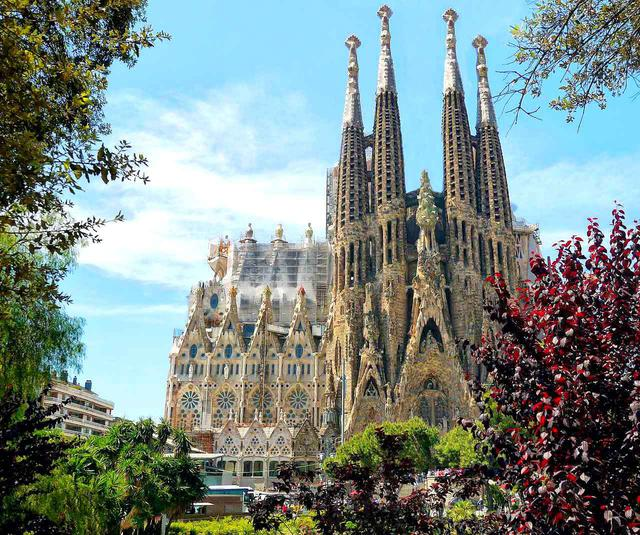 画像: スペイン・バルセロナの見どころの一つ、アントニ・ガウディの作品群