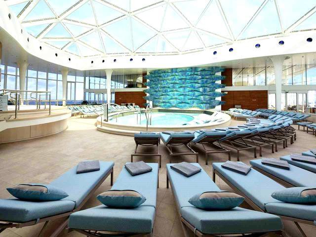 画像: 大人専用の室内プール「ソラリウム」。著名建築家がデザインした特別空間
