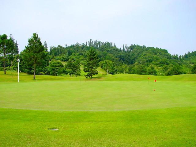 画像: コースと同コンディションに整備してある練習グリーン(刈り高3.9ミリ、9~10フィート)
