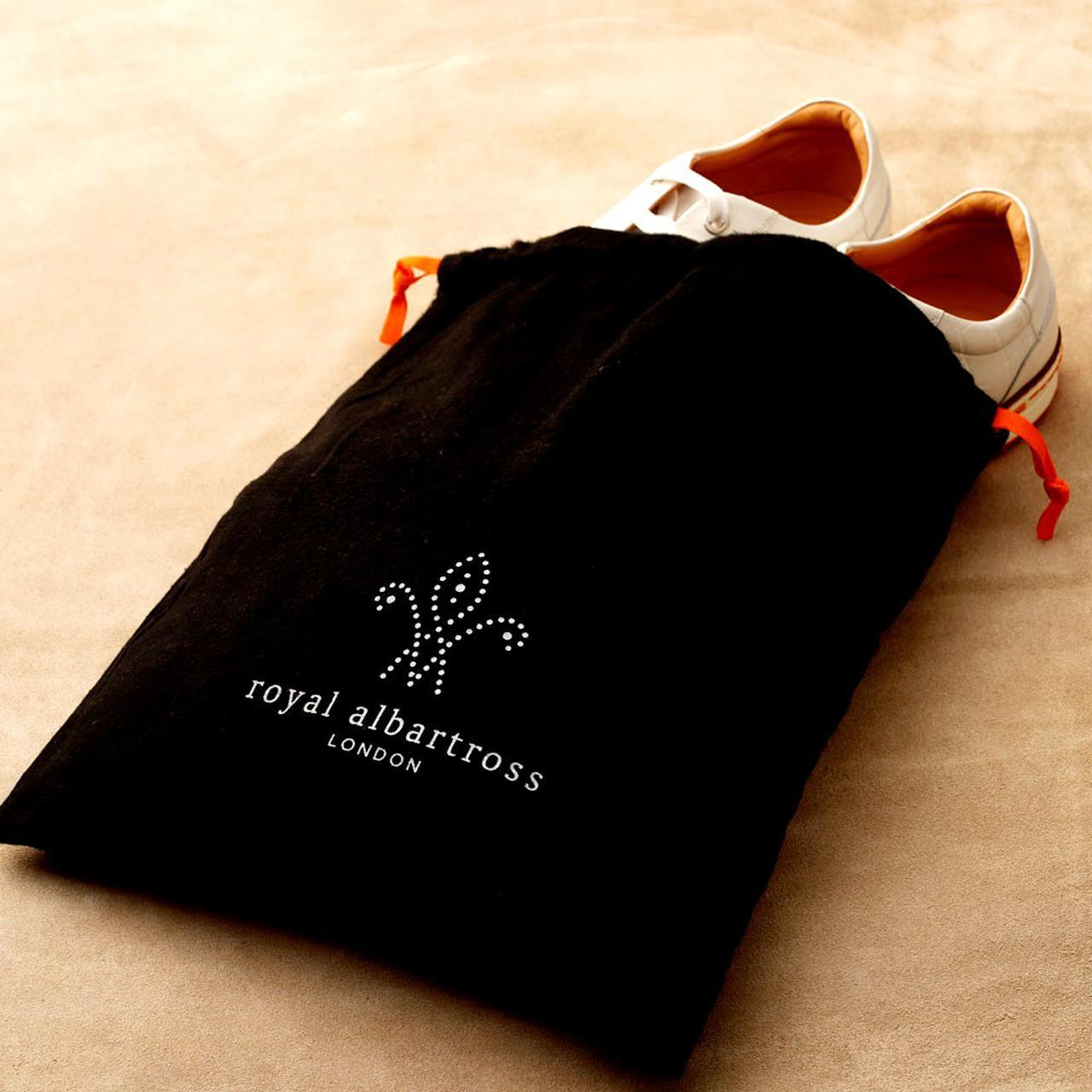 画像: 便利なシューズ袋付き