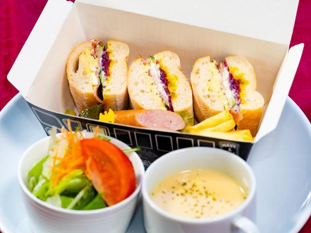 画像: キャベツの酢漬け・マスタード・玉ねぎの酢漬け・生ハム・クリームチーズ・玉子サラダ・きゅうり。ポタージュと、サラダに特製ドレッシングがセット 1300円