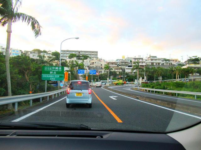 画像: 高速道路を使えば、ラウンド後に那覇に戻ってショッピングや観光も楽しめます