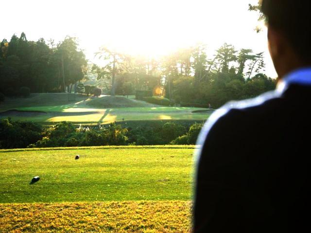 """画像: 【サングラス】コースで役立つ""""調光""""レンズ """"偏光""""レンズ。眼にやさしく、ラインも距離もボールもくっきり! - ゴルフへ行こうWEB by ゴルフダイジェスト"""