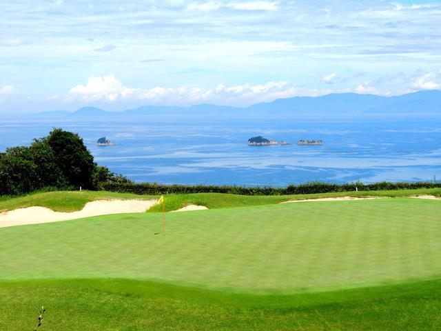 画像: グランディ鳴門GC36 グリーンから瀬戸内海を一望