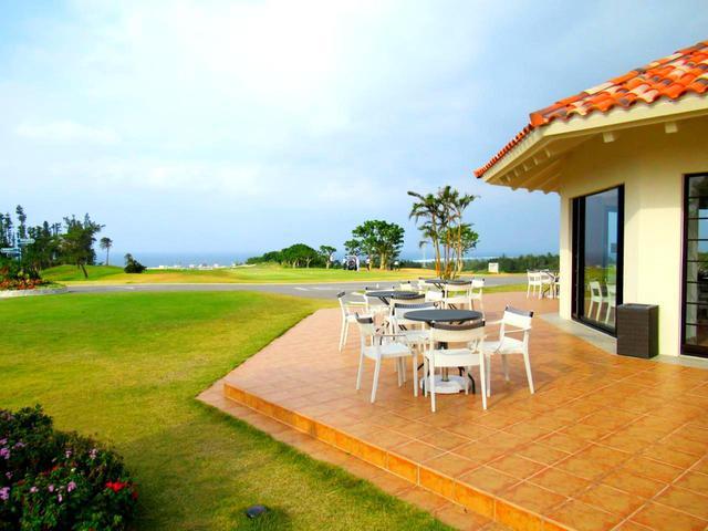 画像: 沖縄はスループレー。ハーフ上がると軽食購入