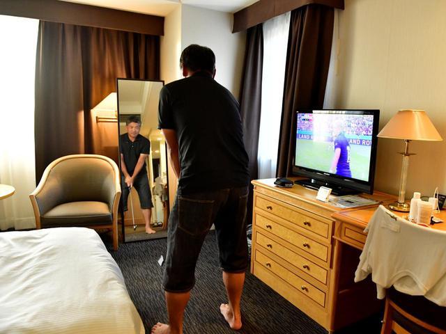 画像: 「コースでは練習しないんですが、ホテルの部屋で気づいたらアドレスチェックをしています。夜中にトイレで起きても、クラブを握りますね」