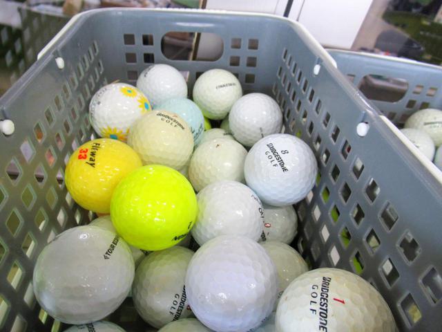 画像: ブリヂストンのレンジボールをメインに、コースボールが混じっています