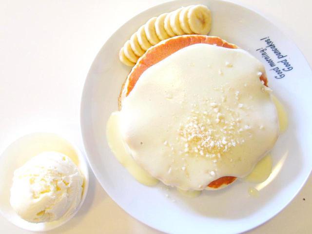 画像1: ナッツナッツパンケーキ。ナッツソースは、ココナッツソースにナッツを混ぜた手づくりなんだそう