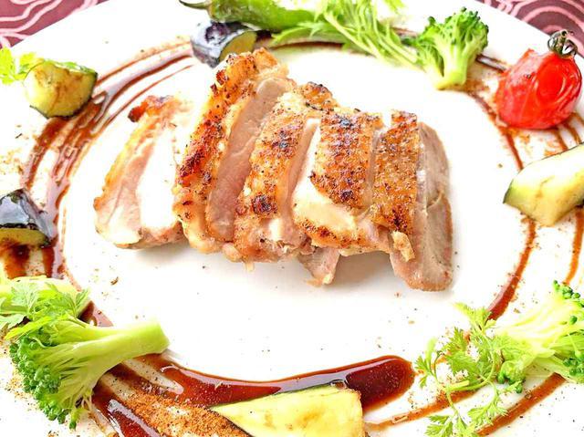 画像: 「地鶏のグリル ガーリックジンジャーソースと季節野菜」