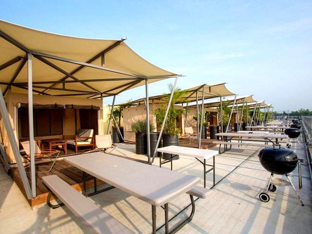 画像: 屋上にあるバーベキュースペース