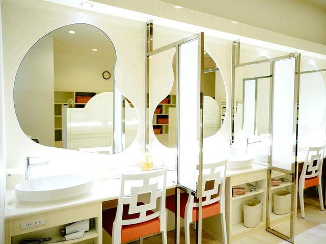 画像: リニューアルされた清潔感のあるパウダールーム
