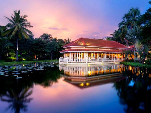 画像1: 内外装もカンボジアの伝統様式で統一