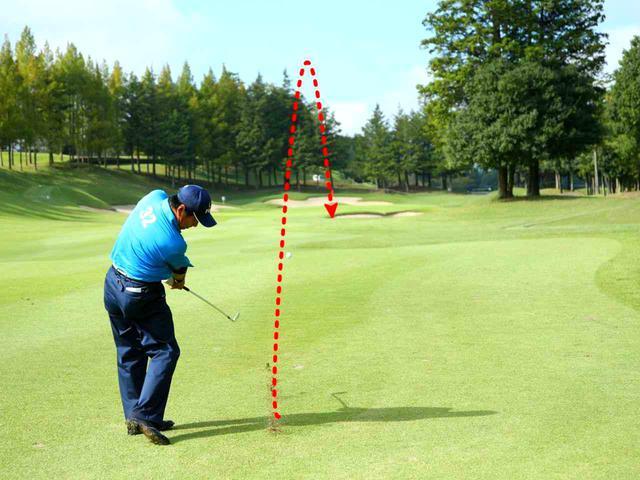 画像: 「普通に打ったら届かないかも……でも1番手上げると大きすぎる」。そんなとき、球を曲げるメカニズムを知っていれば、ちょっとの距離の増減ができ、ゴルフの幅が広がる