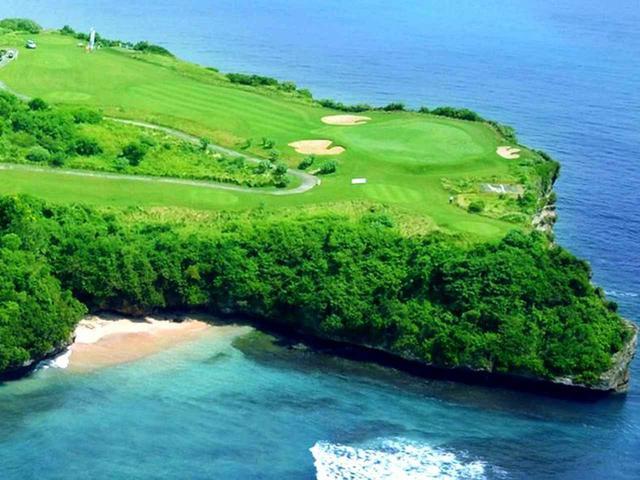 画像: 断崖絶壁のシーサイド、ニュークタゴルフ