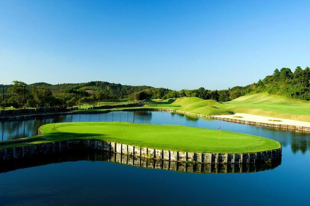 画像: 【会員権・ゴルフ場身体検査】きみさらずゴルフリンクス。浮き島、ポテトチップグリーン、枕木バンカー…すべてこのコースから。 - ゴルフへ行こうWEB by ゴルフダイジェスト