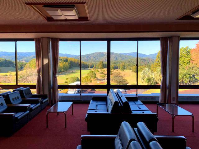 画像: 2階ソファ、眺望がよく、女性メンバーにも人気の場所