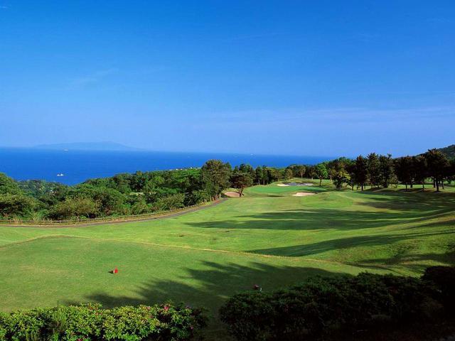 画像: 13番ホール/191㍎/パー3 太平洋に浮かぶ大島を始め伊豆七島を眺めながらプレー