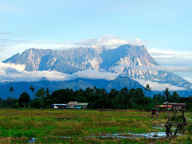 画像: キナバル山