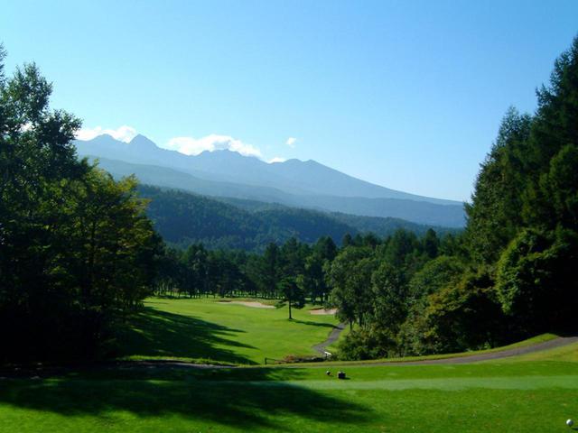 画像1: 蓼科高原に広がる林間丘陵コース。2人乗り、4人乗りの乗用カートセルフプレー。リゾートが満喫できる会員制18ホール