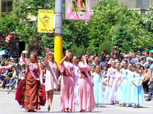 画像3: バラ祭りの風景