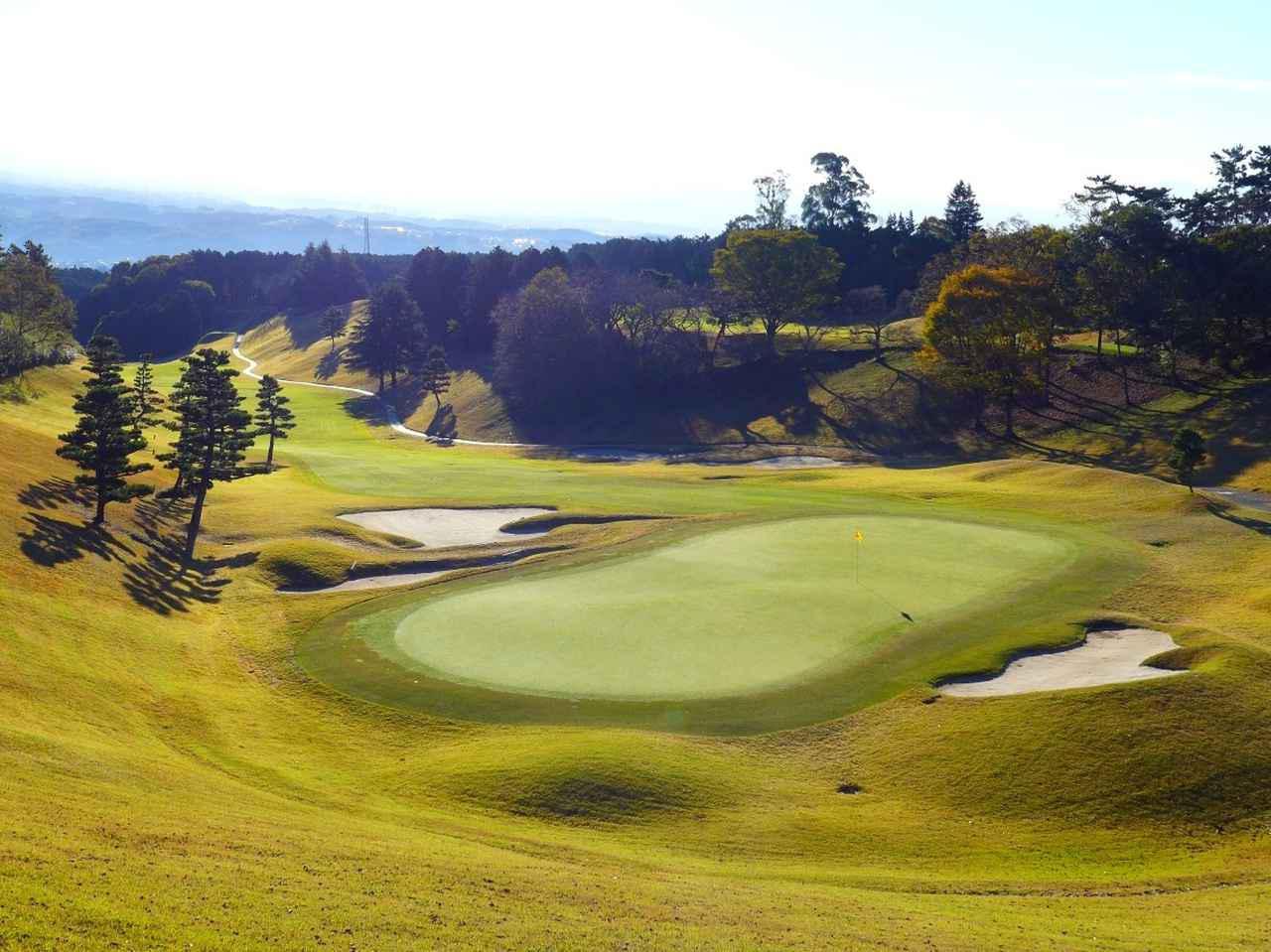 画像2: 桃園コース9番(556Y・P5) LPGAスタンレーレディスでは最終18番として使用。グリーン手前はバンカー群がガードする名物ホール