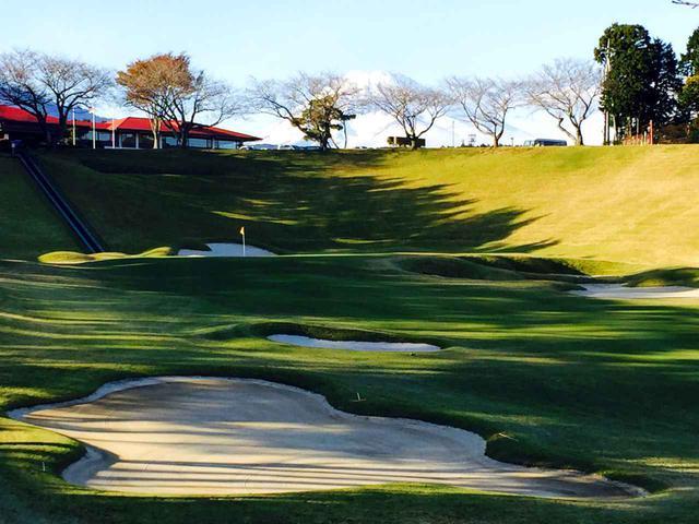 画像3: 桃園コース9番(556Y・P5) LPGAスタンレーレディスでは最終18番として使用。グリーン手前はバンカー群がガードする名物ホール