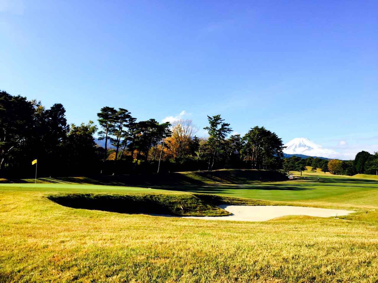 画像2: 桃園コース5番(395Y・P4)右ドッグレッグ、富士山が美しいホール