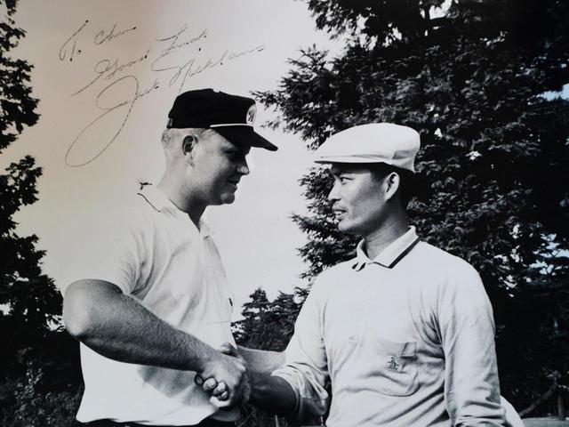 画像: 東京ゴルフ倶楽部でのエキシビションでジャック・ニクラスに68VS66で勝利(1967年)