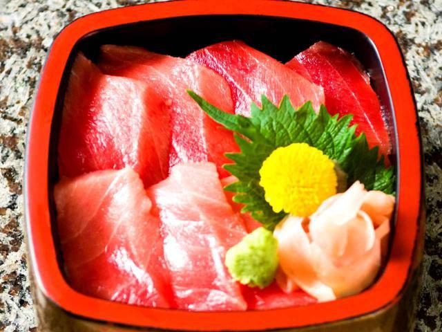 画像: 鉄火丼(1800円)も人気のメニュー