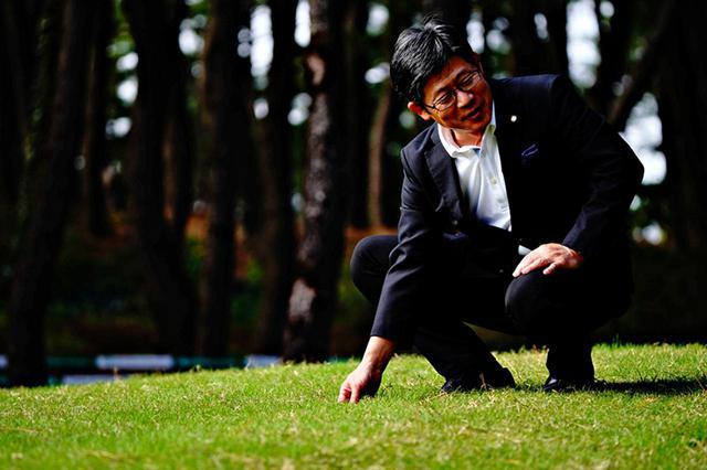 画像: フェアウェイやラフも洋芝。「ティフトンを独自に育成したオリジナル芝です」と田村三千雄総支配人