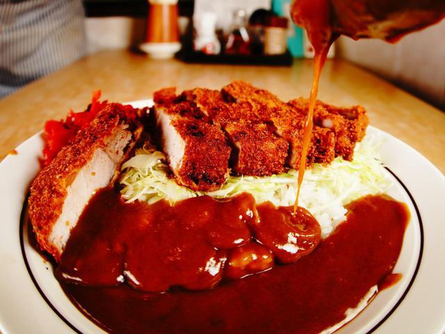 画像: 中華・洋食やよいの「カツカレー」