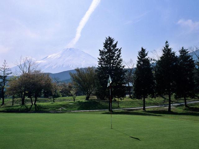 画像: 全ホールから富士山を望める丘陵コース