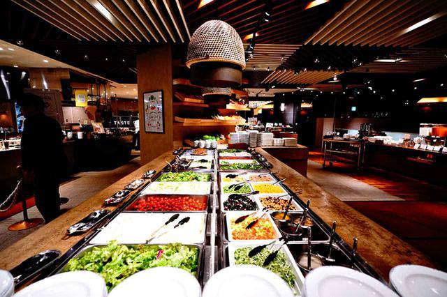 画像: 宮崎由来の食材をふんだんに使用したビュッフェで食の宝庫を体験!