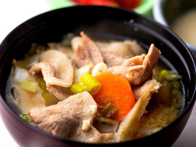 画像1: 鈴木さんのお気に入り豚汁定食(1100円)