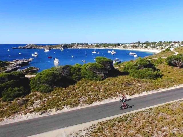 画像1: ロマネスト島には、バスツア、自然散策、さまざまなアクティビティが揃う