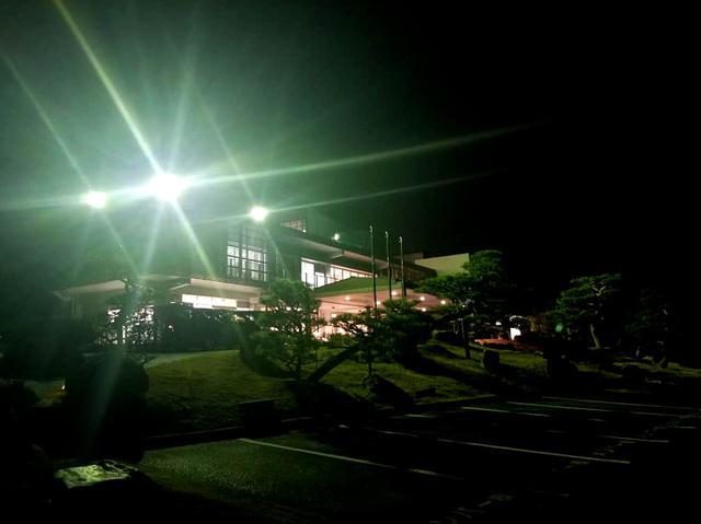 画像: 夜のクラブハウス