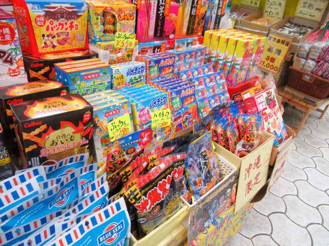 画像: 職場へのお土産など数が必要なときに頼りになります、沖縄限定のお菓子たち