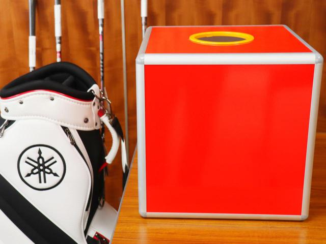 画像: スコアビンゴ抽選BOX。1~9までのスコアが入ったボールが入っている。4、5、6の番号ボールが多く、最小は当然1
