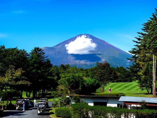 画像2: 富士平原GCのクラブハウスとクラブハウスから見える眺め。富士山が大きい