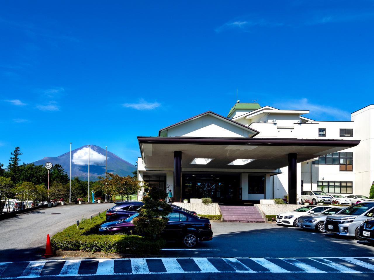 画像1: 富士平原GCのクラブハウスとクラブハウスから見える眺め。富士山が大きい
