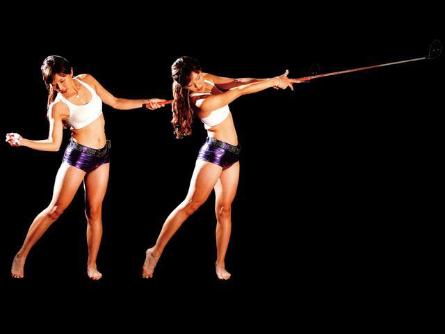 画像: 腕はムチのようにしなやかに使う